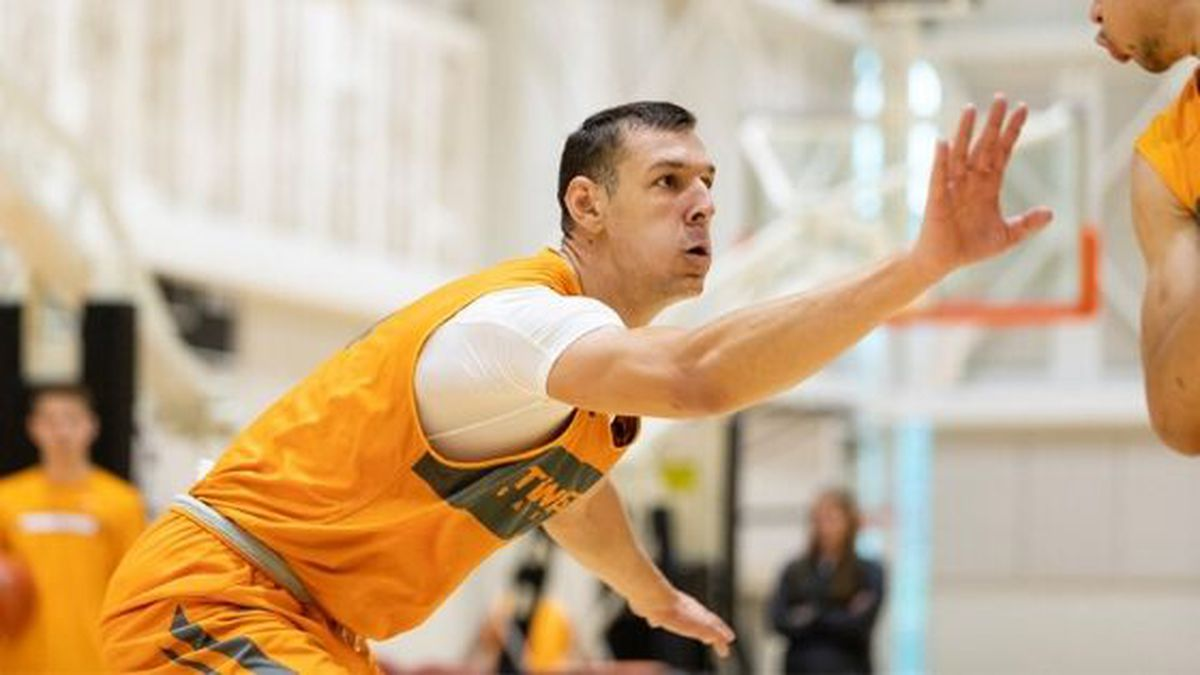 7-foot center Uros Plavsic officially signed with Tennessee after transferring  from Arizona State./ Source: UT Sports