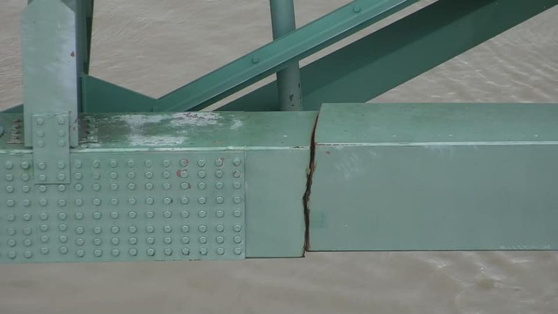 The crack in the I-40 bridge spanning the Mississippi River.
