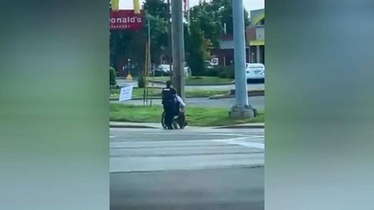 An MPD officer helped a man in a wheelchair to safety. / Source: Roy Woods