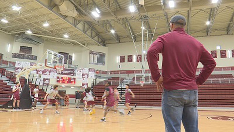 Oak Ridge boys head basketball coach during pre-state tournament practice