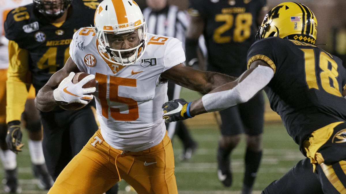 Tennessee wide receiver Jauan Jennings, left, pushes past Missouri safety Joshuah Bledsoe on...