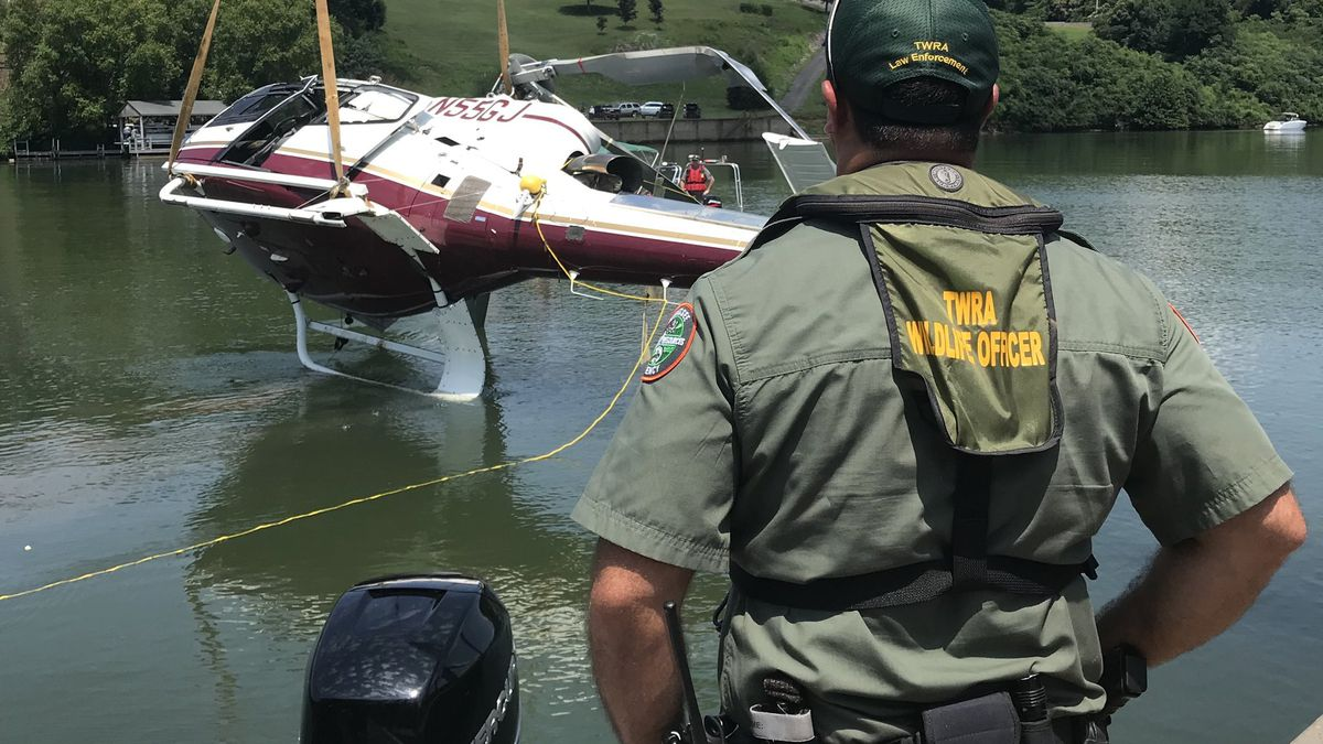 Helicopter recovered from Tennessee River