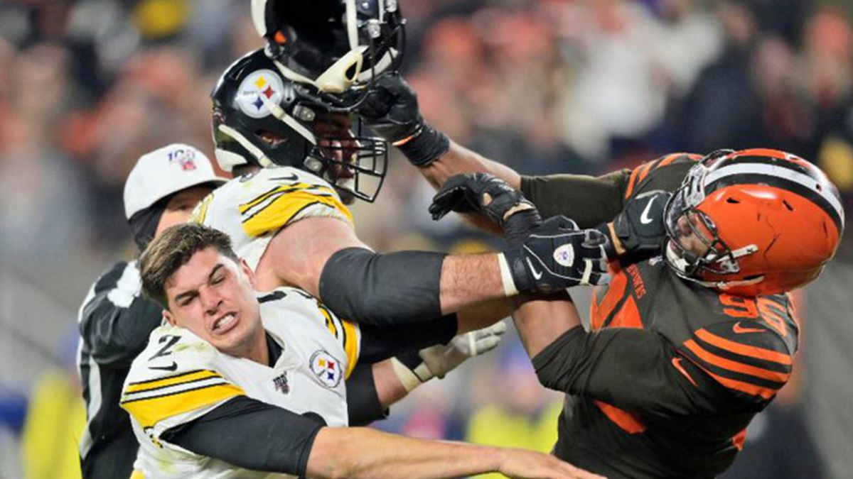 Myles Garrett missed Cleveland's final six games last season after hitting Steelers quarterback Mason Rudolph in the head with a helmet. (Source: AP Photo/David Richard)