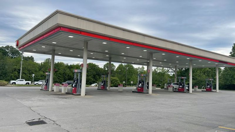 A Weigel's gas station stands empty amid the Colonial Pipeline attack.