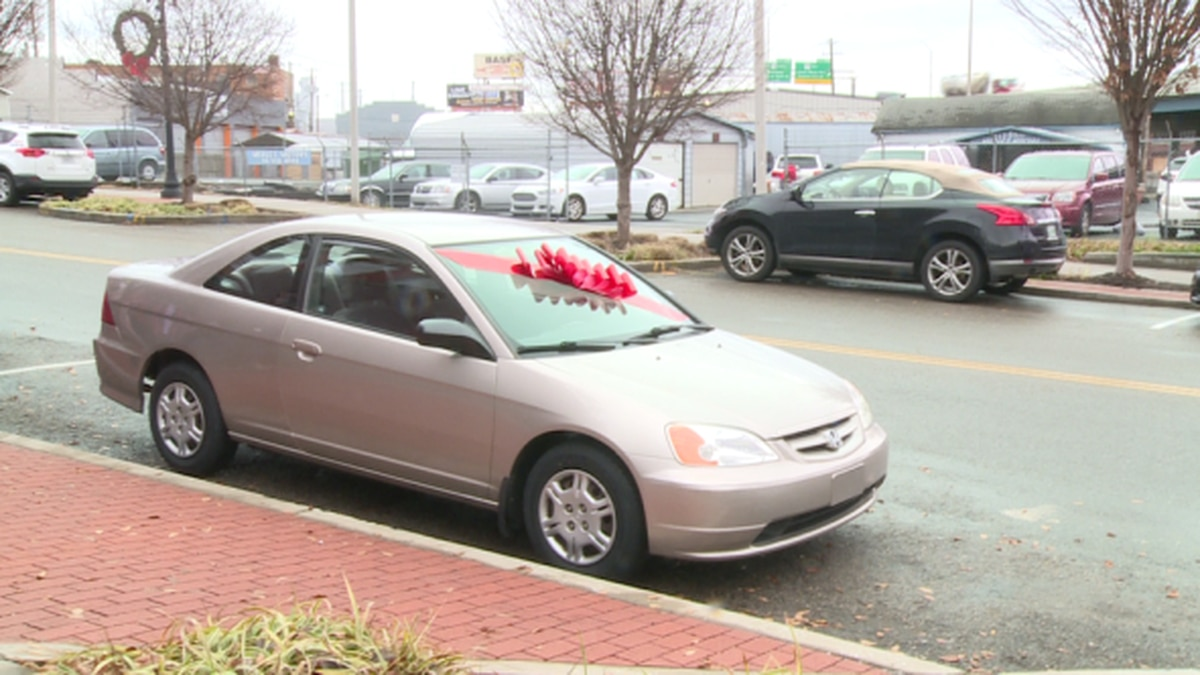 Tammy Jeffries was gifted a Honda Civic. / Source: WVLT News