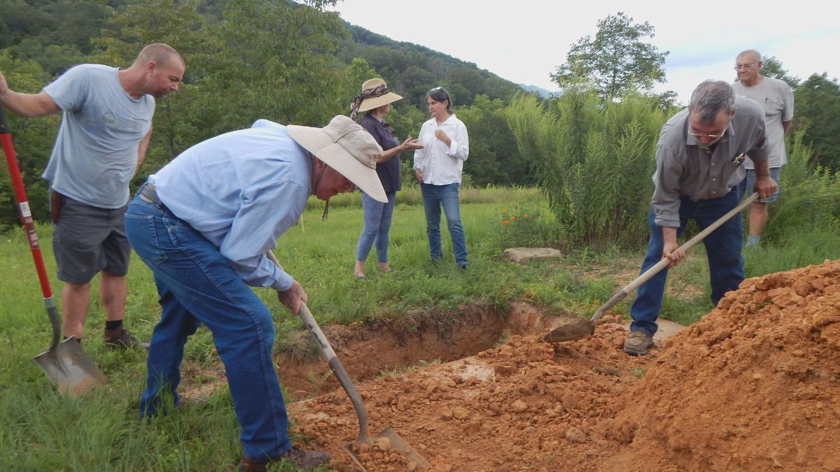 People dig a grave at the Narrow Ridge Preserve / Source: WVLT