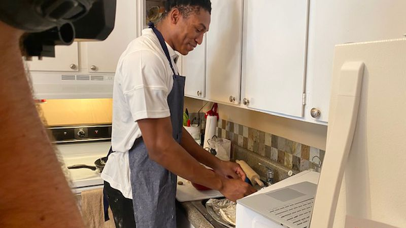 UT basketball star set to host virtual cooking class for charity