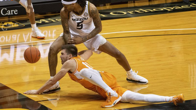 The ball gets past Missouri's Mitchell Smith, top, and Tennessee's John Fulkerson, bottom,...