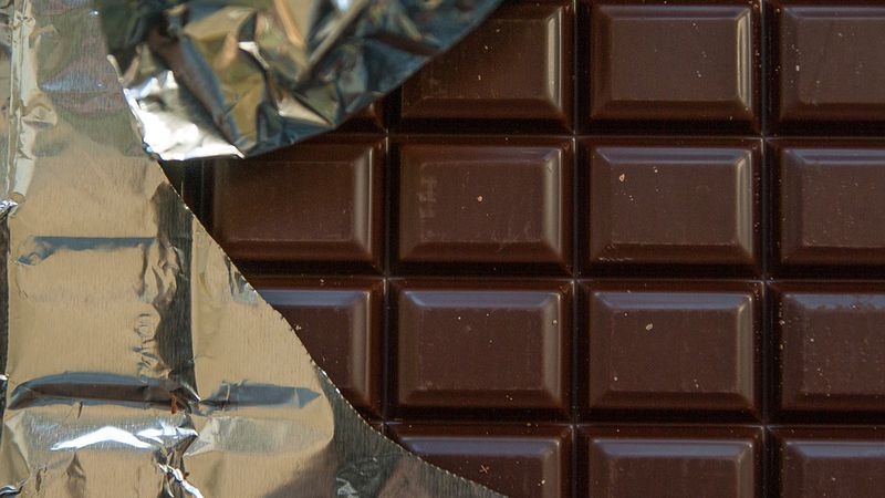Chocolate candy bar (Pixabay)