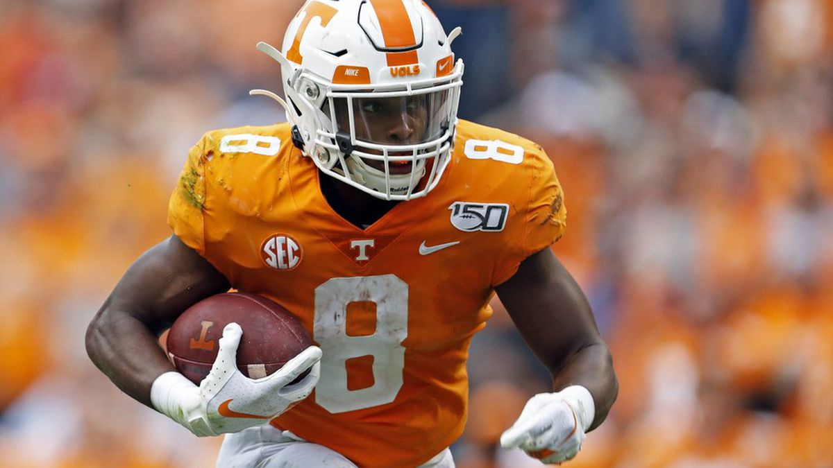 Tennessee running back Ty Chandler (8) runs for yardage in the first half of an NCAA college...
