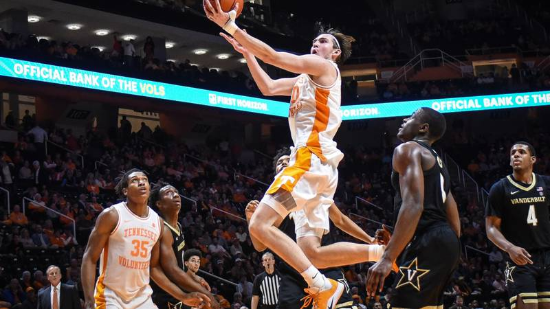 Tennessee Basketball super senior named to Karl Malone Award watch list