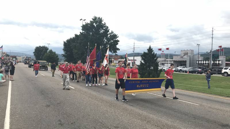 Salute to Veterans Parade in Pigeon Forge (Photo: Kyle Grainger, WVLT)