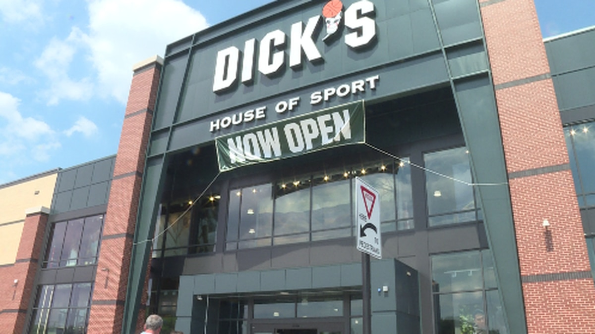 The outside of Dick's House of Sport