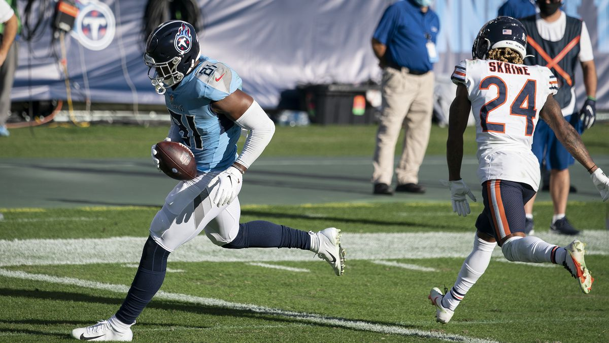 Tennessee Titans tight end Jonnu Smith (81) gets past Chicago Bears defensive back Buster...
