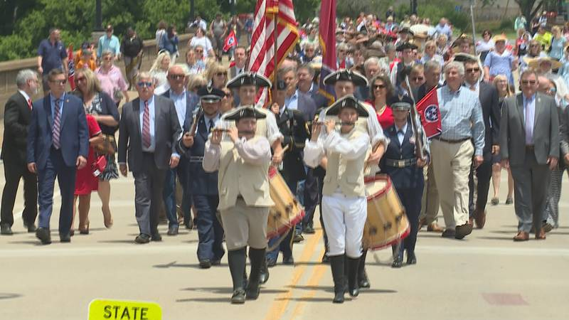 Parade marches down Hill Avenue from James White's Fort to Blount Mansion