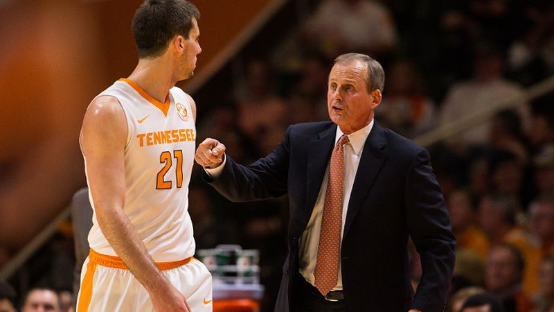 January 24, 2017: head coach Rick Barnes of the Tennessee Volunteers speaks with Lew Evans #21...