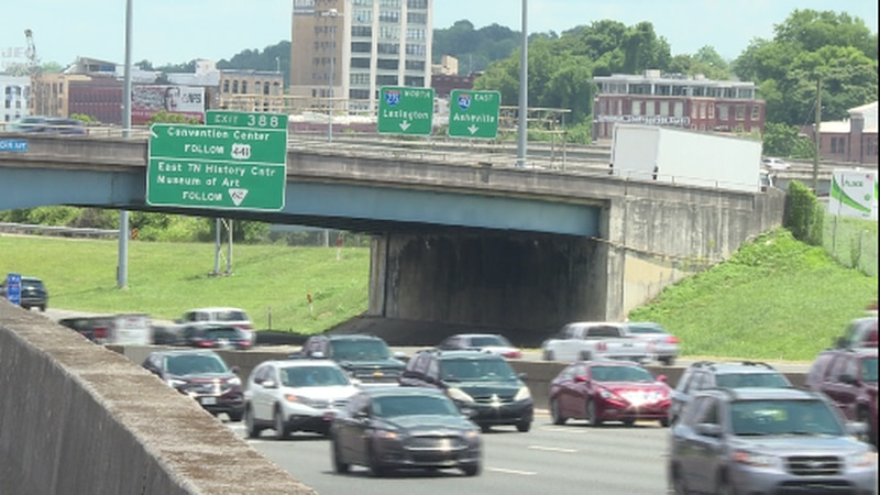 Cars on I-40 in Knoxville