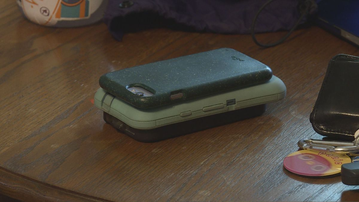 Phones sit on a table so no one is tempted to distract themselves from the group (Source: WVLT)