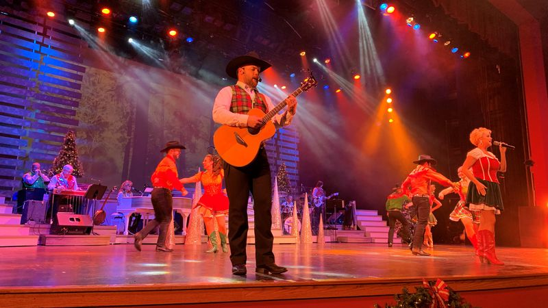 Country Tonight Theater opens holiday show