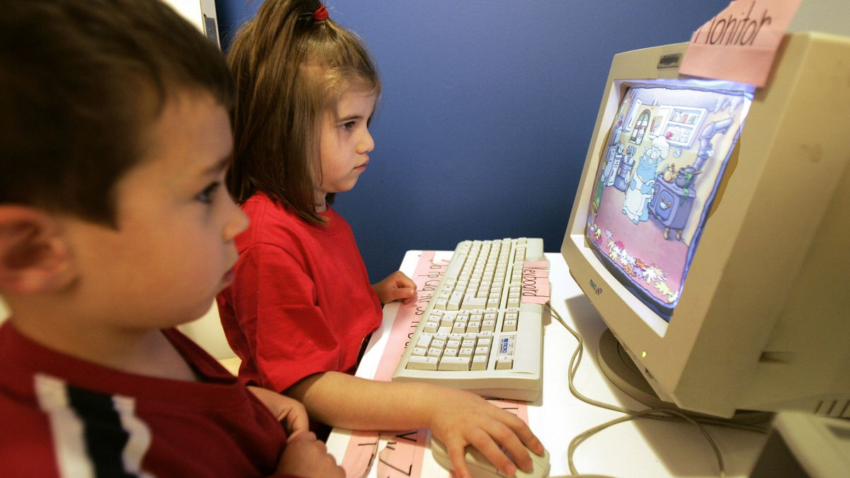 ** LAST NAMES OF CHILDREN WITHHELD AS PER SCHOOL'S REQUEST ** Max, 4, of Bethesda, Md., left, and Sarah, 4, of Washington work on a computer at the Arnold & Porter Children's Center in Washington D.C., Friday, June 3, 2005. Some 23 percent of children in nursery school, kids age 3, 4 or 5, have gone online, according to the Education Department. By kindergarten, 32 percent have used the Internet, typically under adult supervision. (AP Photo/Susan Walsh)