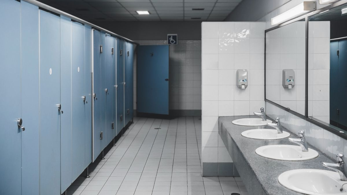 Alabama School Removes Bathroom Stall Doors To Stop Kids From Vaping