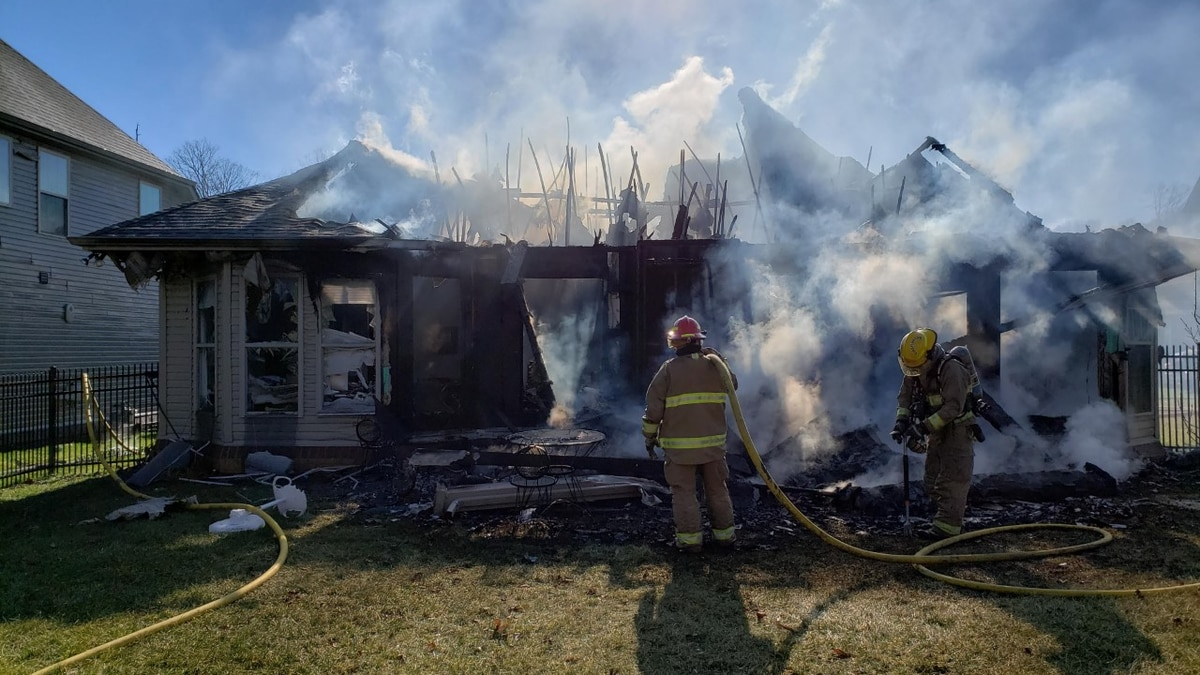Rural Metro responds to heavy house fire at West Knoxville home