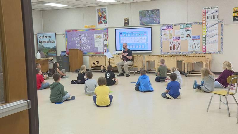 "Glashauser's second grader's learn ""Do, Re, Mi"""
