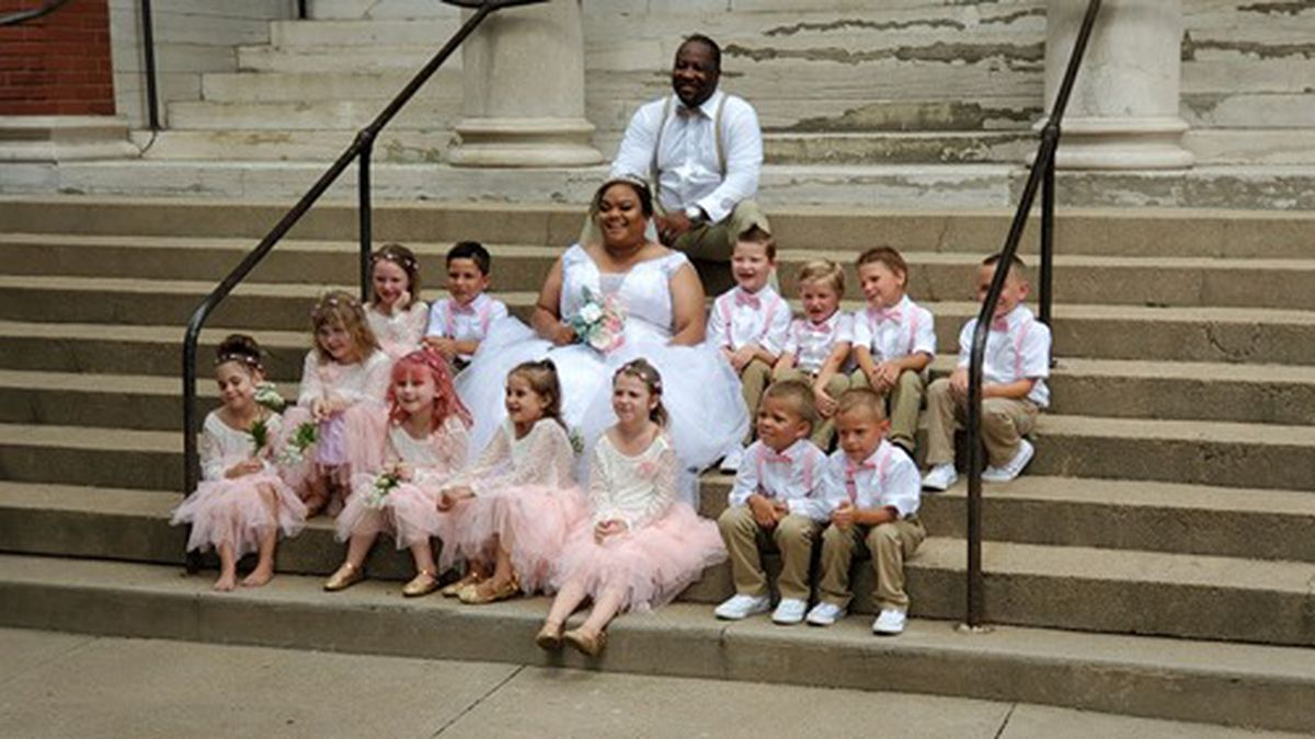 Ashley Hicks, her husband and her kindergarten class