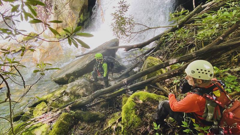 Rescue crew recovers body of hiker in East Tennessee