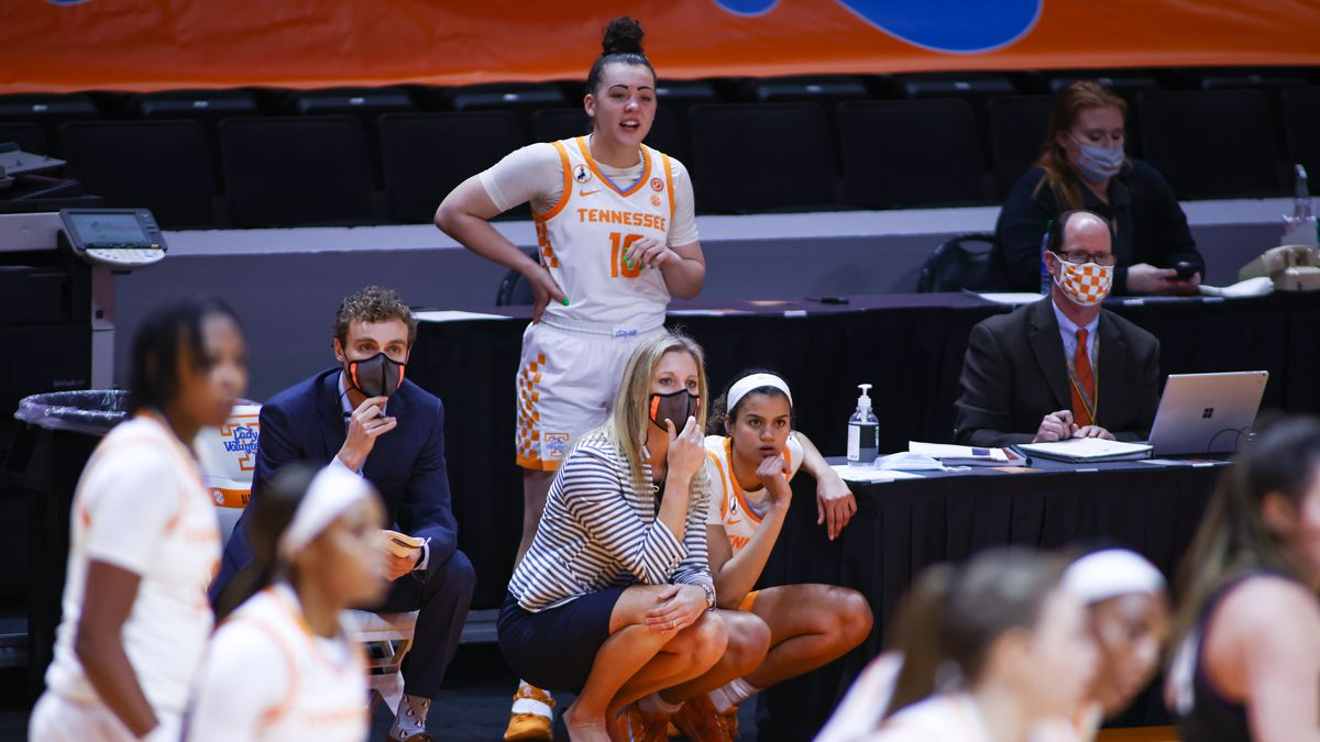 Lady Vols head coach Kellie Harper