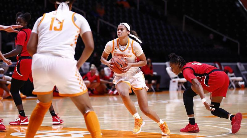 Junior guard scores 18 points to lead Tennessee past WKU