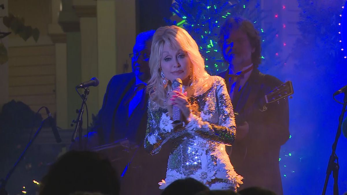 Dolly Parton films a movie at Dollywood