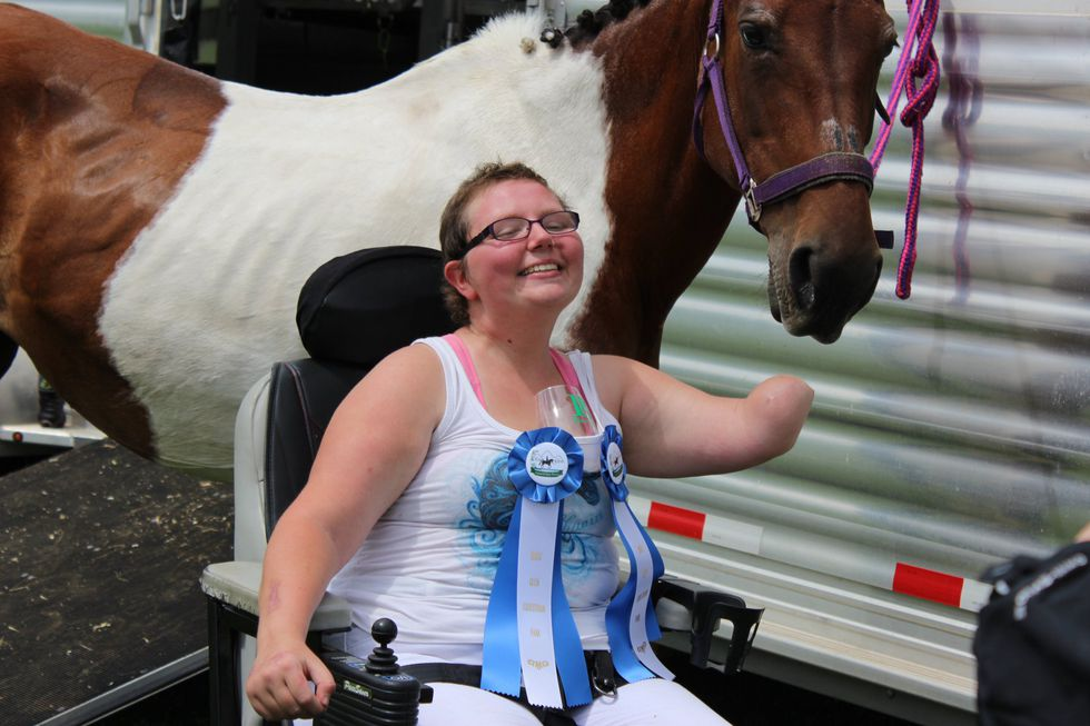 Jessica Thoma won blue ribbons at her first horse show since undergoing a triple amputation.