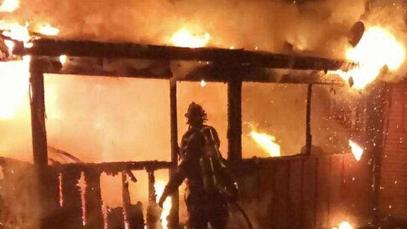 Knoxville FD respond to house fire in North Knoxville