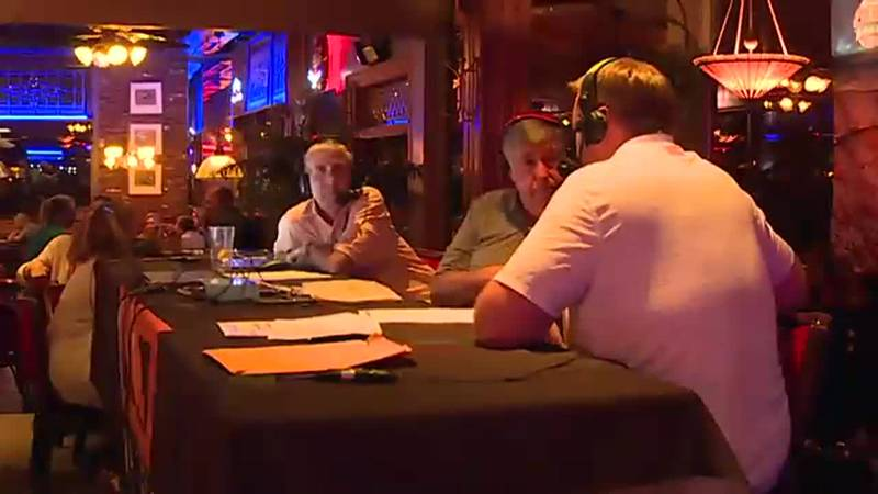 Talks Tennessee football at weekly Vol Calls program inside Calhouns on the river