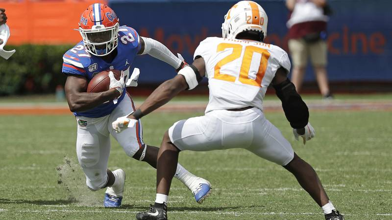 Florida running back Dameon Pierce (27) looks for room to get around Tennessee defensive back...