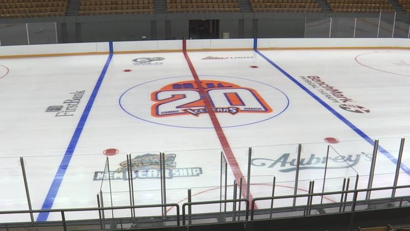 Logo celebrating the Ice Bears 20th season in Knoxville