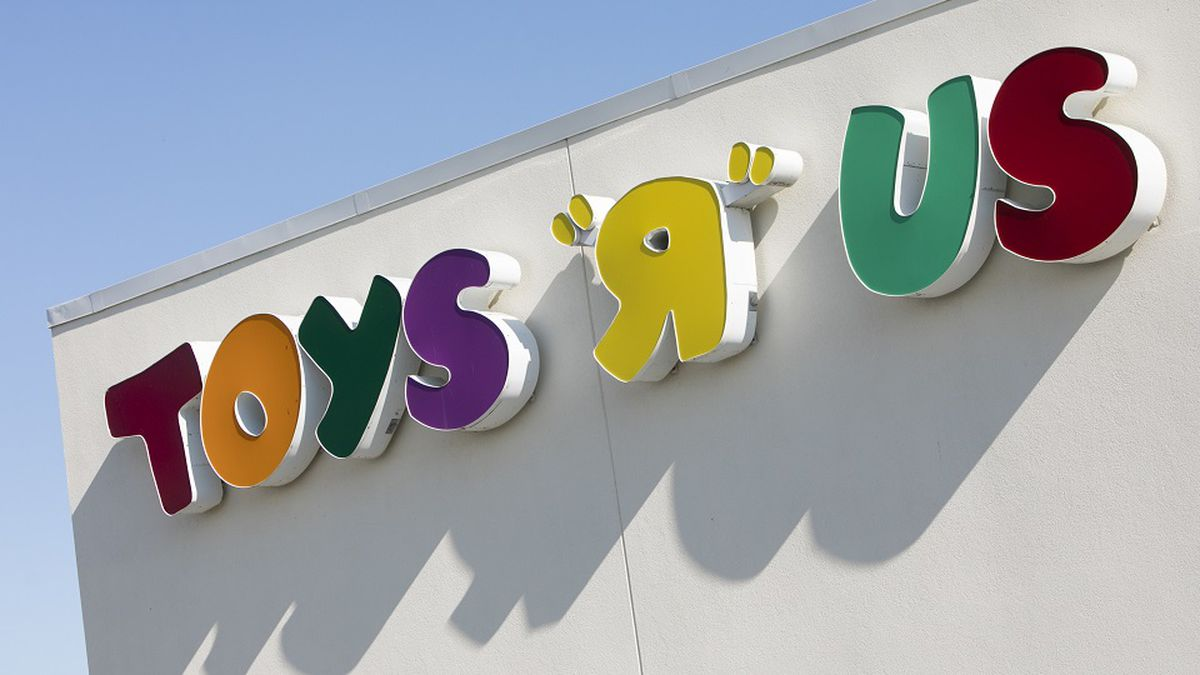 A logo sign outside of a Toys 'R' Us